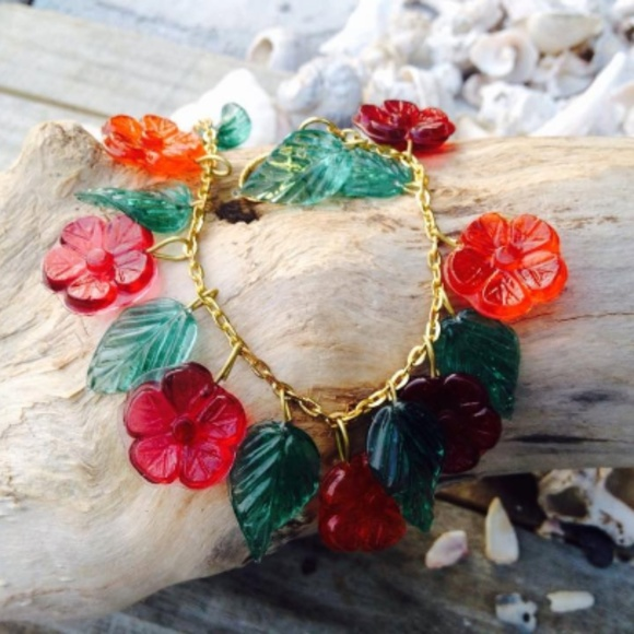 Charm bracelet Lampwork Glass Floral Heart stretch charm Bracelet